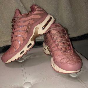 NEW Pink Nike Air Max Plus